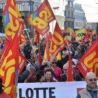 Milano, studenti e sindacati in piazza contro l'articolo 18
