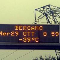 Bergamo, il pannello con il meteo è impazzito: -39°
