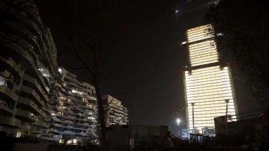 Foto  Citylife, Isozaki accende il grattacielo più alto d'Italia
