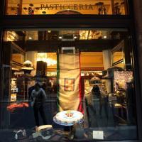 Via Montenapoleone, in vetrina la storia dei carabinieri