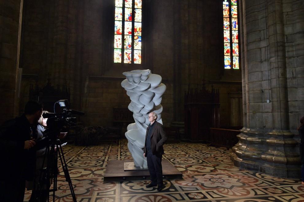 Da Tre Petre Piu La Porta Scultura : Milano expo porta in duomo la scultura di tony cragg