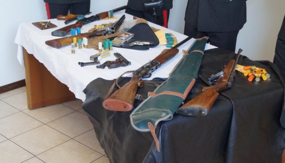 Pavia, fan di 'Scarface' arrestato con un arsenale in casa