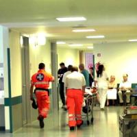 Milano, studente 25enne ustionato al volto da uno sconosciuto: è giallo
