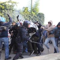 Renzi a Brescia, tensione tra forze di polizia e centri sociali