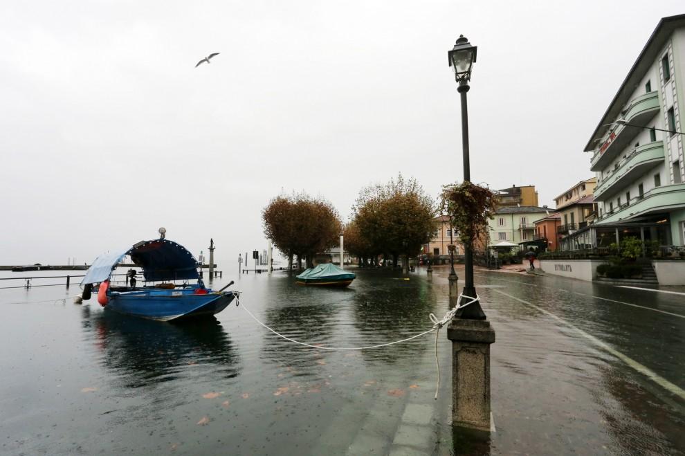 Maltempo, allarme per il lago Maggiore esondato