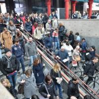 Sciopero sociale, cariche a Milano durante i cortei. Traffico in tilt, piazza Duomo gremita