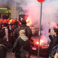 Milano, gli incidenti al corteo di studenti e antagonisti