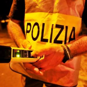 Bergamo, positiva all'alcoltest chiama il fidanzato: anche lui è ubriaco e viene denunciato