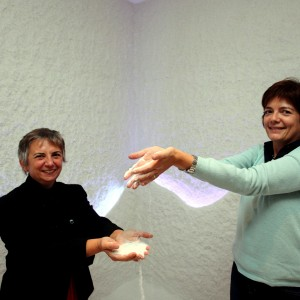 Milano, dalla scrivania alla grotta piena di sale: ecco la second life di Anna e Liliana