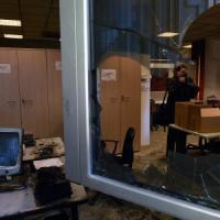 Milano, incendio negli uffici Aler. A fuoco le scrivanie, trovato liquido infiammabile