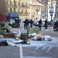 Milano, perde il bimbo dopo gli scontri al Corvetto: la Procura ordina l'autopsia sul feto