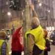 Ft  I volontari in azione per ripulire Buenos Aires dagli adesivi dai pali