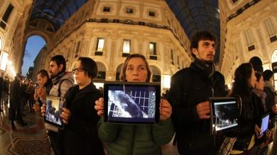 Foto  In Galleria il video-mob degli animalisti con i tablet