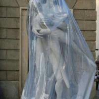 Milano, in centro era spuntata un'altra scultura hard
