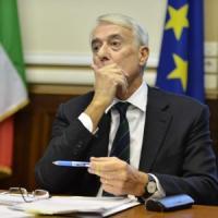 """Milano, minacce al sindaco Pisapia: """"Ma io rifiuto la scorta per dare un segnale ai..."""
