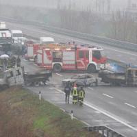 Lodi, terrore sulla A1: tir a fuoco, fallito l'assalto da 5 milioni al portavalori