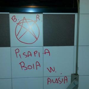 Ultime Notizie: Milano, minacce a Pisapia nei bagni del Comune: sul muro la stella delle Brigate Rosse