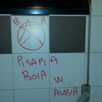Milano, minacce a Pisapia nei bagni del Comune: sul muro la stella delle Brigate Rosse