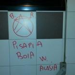Minacce  a Pisapia nei bagni del Comune:  sul muro la stella  delle Brigate Rosse