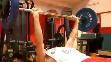 Vd   Olimpiamente  va in palestra ecco tutti i muscoli dell'Armani
