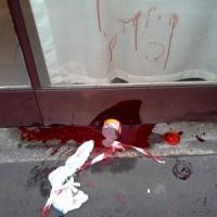 Milano, blitz al circolo Pd di Porta Romana: vernice rossa e slogan contro il Jobs act
