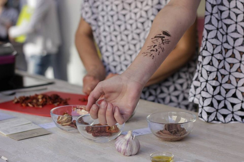 Milano, la ricetta è tatuata: ecco la cucina a fior di pelle - 1 ...