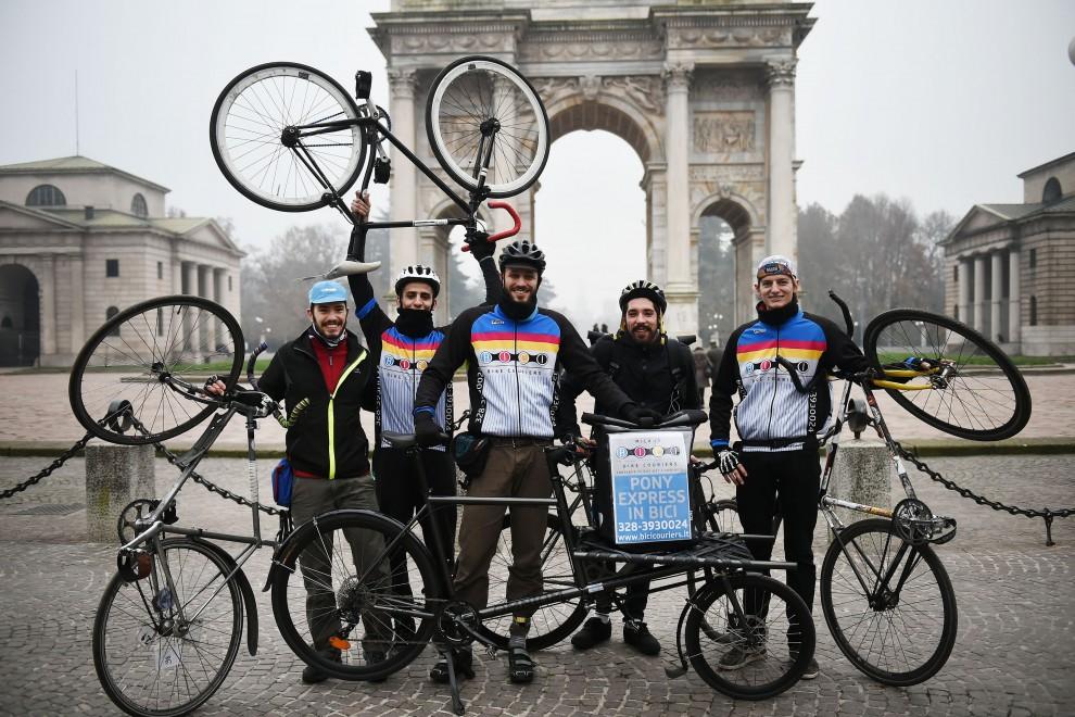 Milano un brindisi su due ruote per chi lavora in bici for Costruzione di un pollaio su ruote