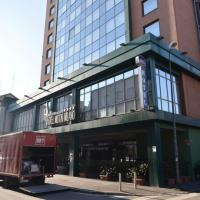 Milano, blitz nell'hotel dopo il raduno dei neofascisti