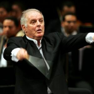 """Scala, Barenboim infastidito dal flash interrompe il concerto: """"Signorina, lei è maleducata"""""""