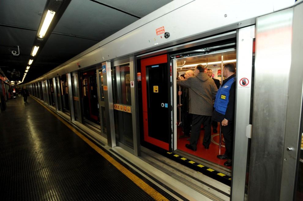 Milano nel metr debutta il treno hi tech leonardo 1 di for High tech milano