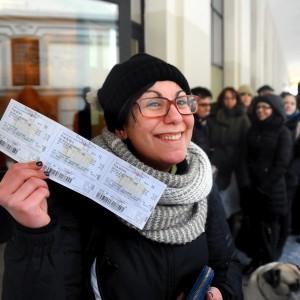 """Scala, in coda sotto il gelo dalle 4 del mattino per i biglietti scontati: """"Un'occasione unica"""""""