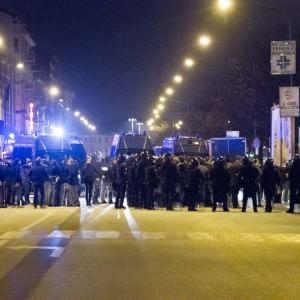 Cremona, scontri tra autonomi e Casapound: grave un 49enne ferito a calci e sprangate