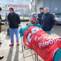 """""""I pronto soccorso in tilt"""", flashmob in barella a Milano"""