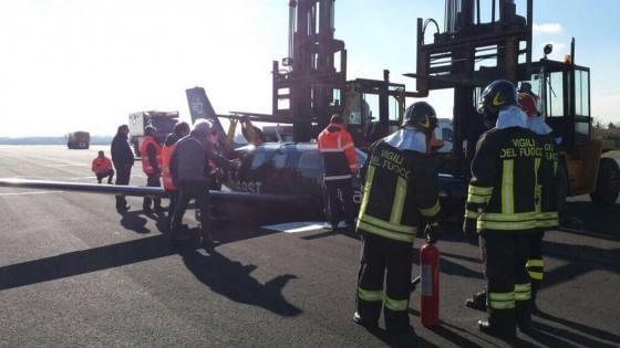 Aereo Privato Napoli : Linate voli fermi per due ore aereo privato con il