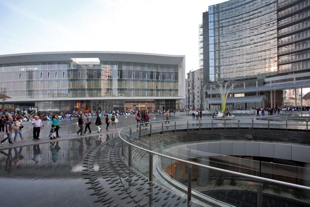 Milano nike italia prende casa in piazza gae aulenti 1 for Sotto i piani di casa di 2000 piedi quadrati