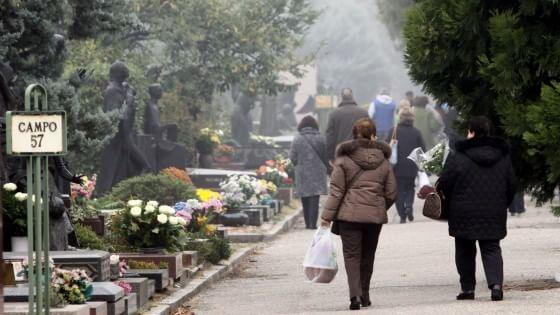 Milano, stangata in vista per le tariffe cimiteriali: i non residenti pagheranno fino all'80% in più