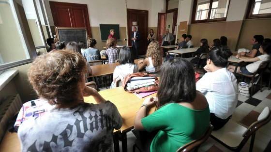 Scuola, la giunta Maroni taglia i fondi. Ma non tocca i contributi per chi frequenta gli istituti privati