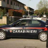 Milano, il fabbro arriva per cambiare la serratura e porta via dall'abitazione gioielli e 140 euro