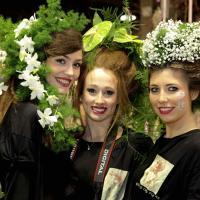 Milano, fiori tra i capelli alla Fiera del giardinaggio