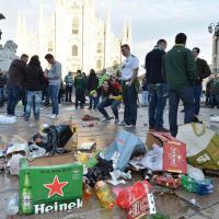 Milano, piazza Duomo una discarica per i tifosi del Celtic