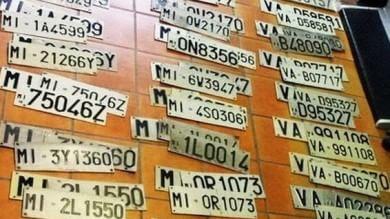 Ft  Varese, 24enne collezionista di targhe arrestato per furto: in casa ne aveva 430