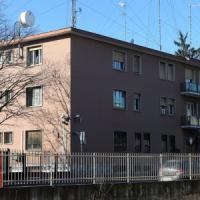 Gallarate, va in caserma per farsi arrestare e spara: tre carabinieri feriti, uno è grave