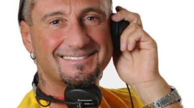 Si finge poliziotto dell'anti-terrorismo: arrestato dj Giuseppe di Radio 105   ft