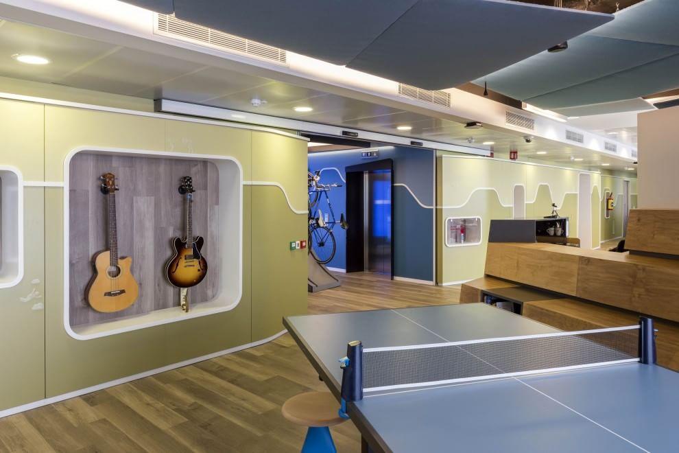 Linkedin 8 milioni di iscritti e la nuova sede a milano for Uffici condivisione milano
