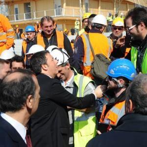 """Expo, il giorno di Renzi nel cantiere a Rho-Pero: """"Qui è in ballo l'idea dell'Italia"""""""