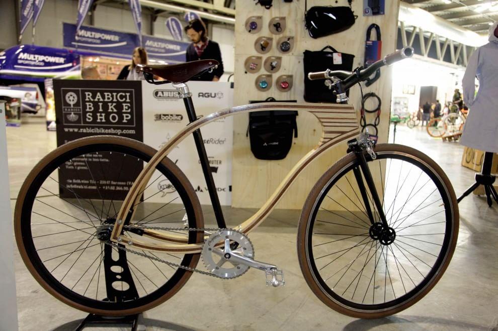 Di legno o a scatto fisso l 39 universo bici a milano 1 di for Bici pieghevole milano