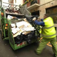 Milano, i rifiuti tornano a crescere. E Palazzo Marino aumenta le tariffe della Tari