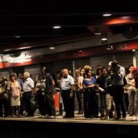 Milano, guasto sulla linea 1 della metropolitana: due ore di blocchi, disagi e proteste