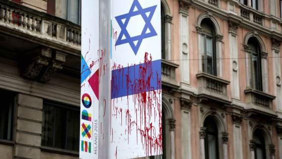"""Milano, imbrattata la bandiera di Israele per Expo. Maroni: """"Fermeremo l'intolleranza"""""""