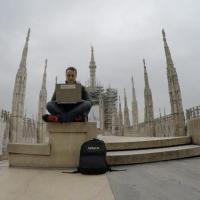 Milano, il 'lavoro agile' in tram e fra le guglie del Duomo